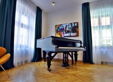 Superior Double Room with Piano